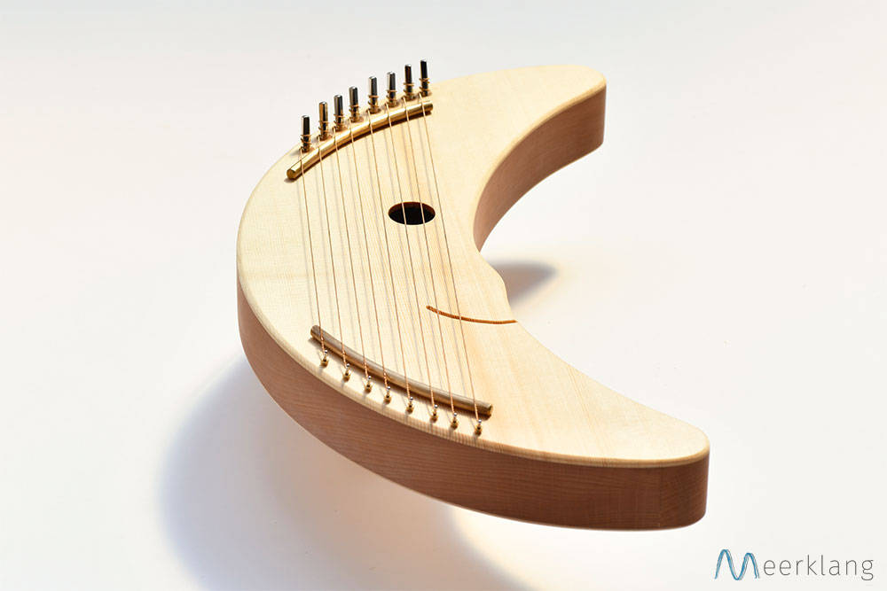 Compact, robust and looks friendly: the moon harp - Manufactory Meerklang